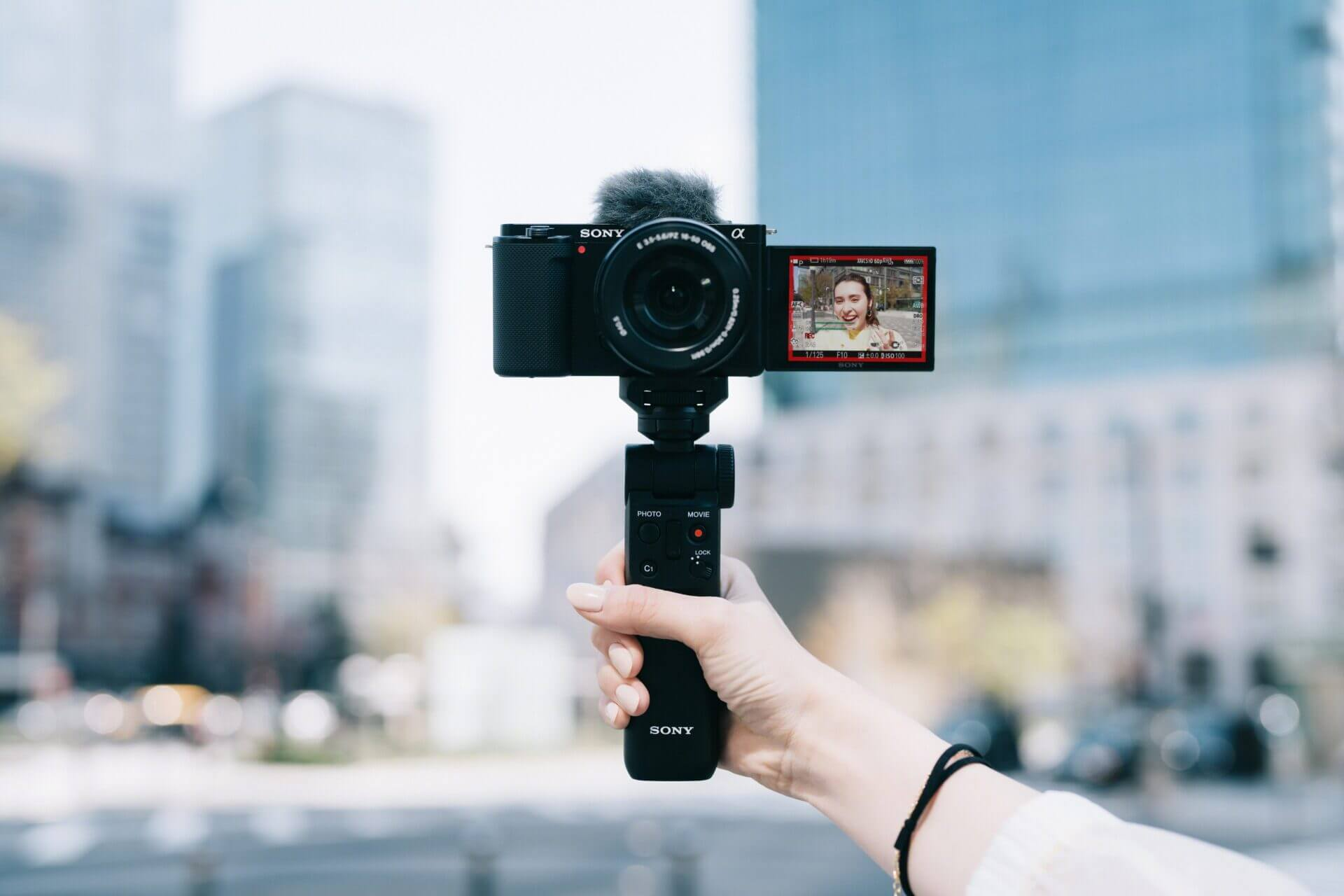https://www.sony.co.th/th/electronics/interchangeable-lens-cameras/zv-e10?cpint=HOMEPAGE_TOPBANNER_SEAA12_3782