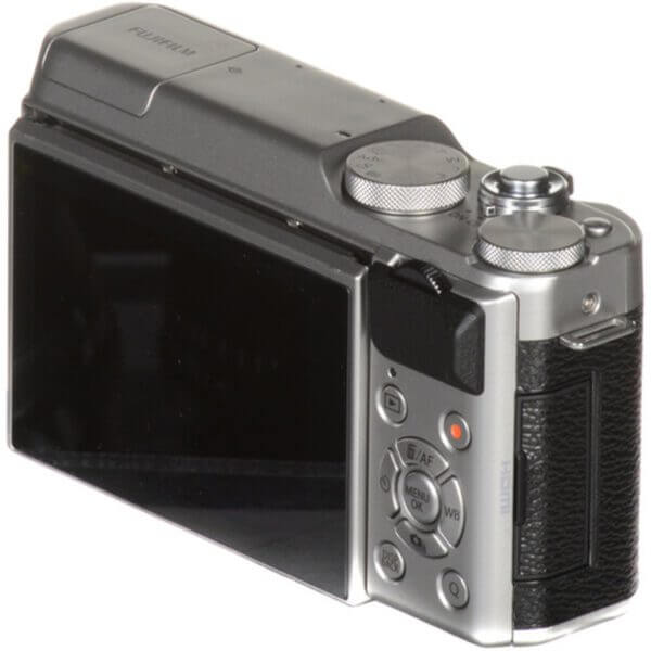 Fujifilm X-A10 Sliver + 16-50mm OIS II 29