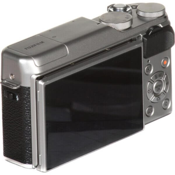 Fujifilm X-A10 Sliver + 16-50mm OIS II 32