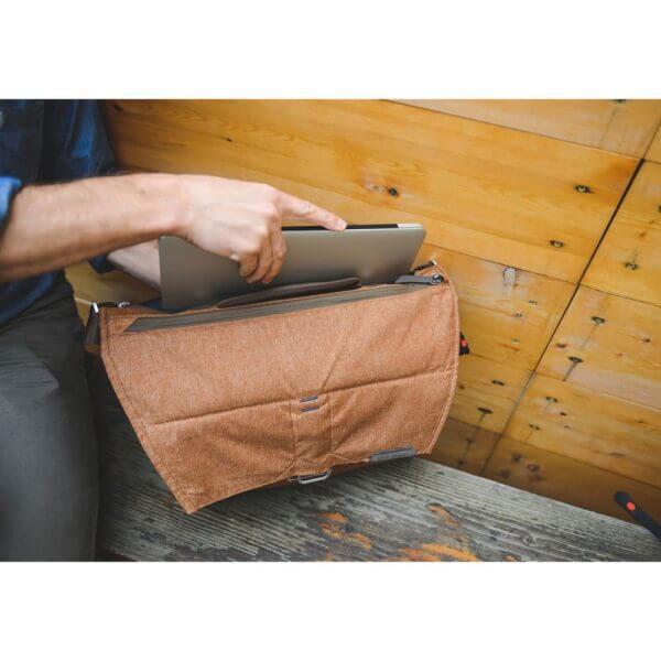 Peak Design BS 13 AS 2 Everyday Messenger Bag 13 Ver.2 Charcoal 11