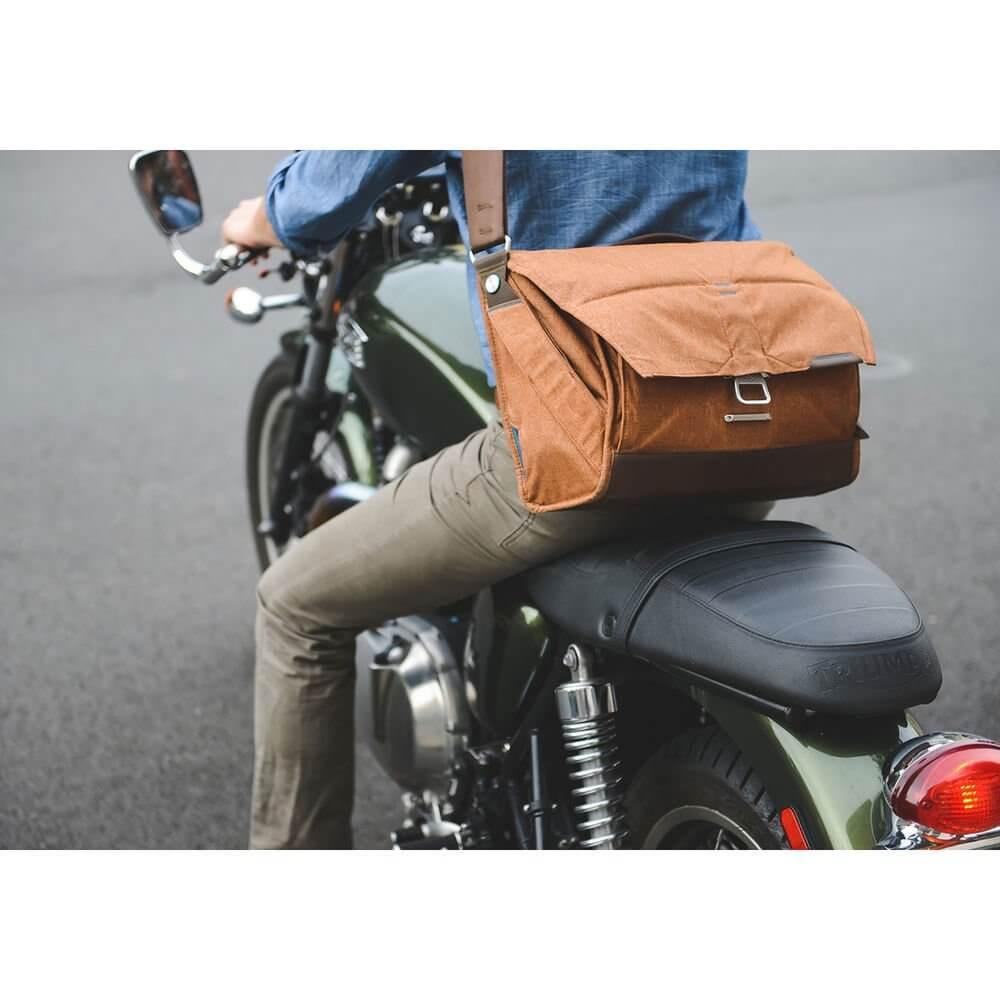 Peak Design BS 13 AS 2 Everyday Messenger Bag 13 Ver.2 Charcoal 16