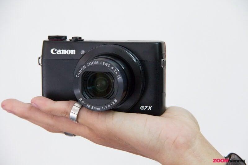 Canon G7X hand