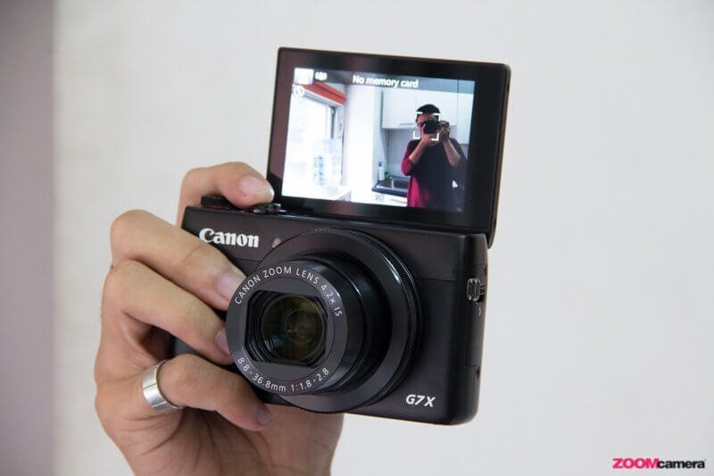 Canon G7X hand2