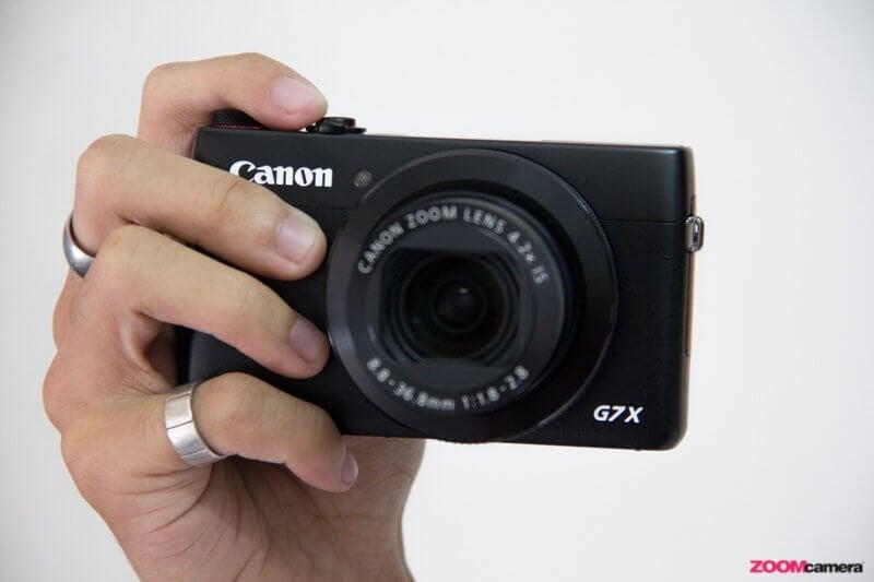 Canon G7X hand3