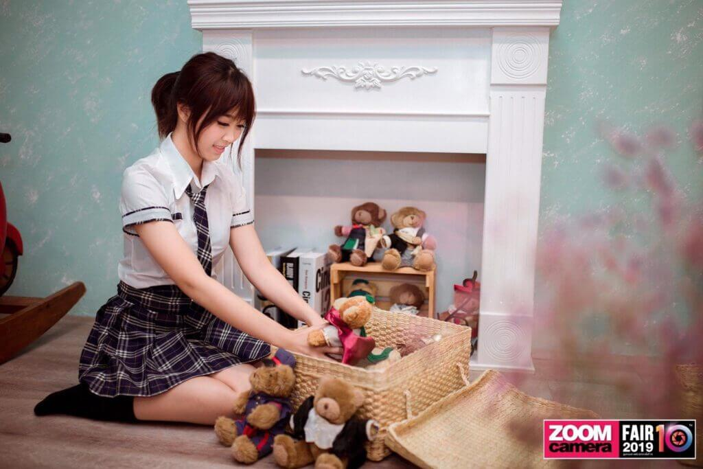 girl play dolls