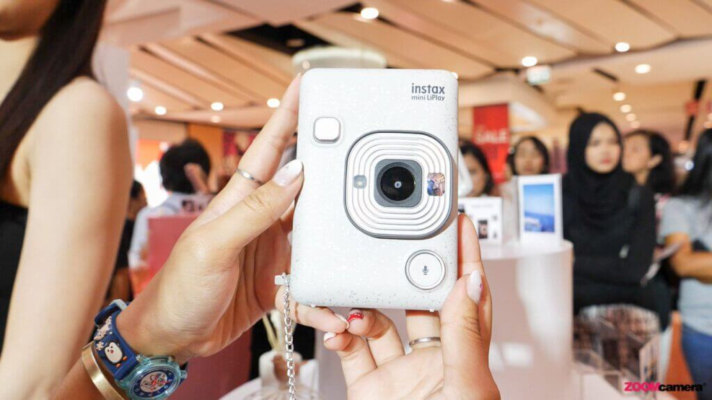 พาเที่ยวงานเปิดตัวพร้อมรีวิว Fujifilm Instax Mini LiPLAY กล้องฟิล์มสายพันธ์ใหม่ อัดเสียงได้ ใช้ง่าย พกพาสะดวก