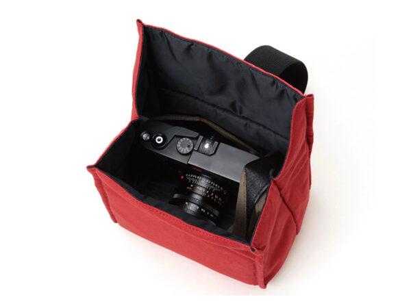 Artisan & Artist ACAM-76 Camera Pouch red