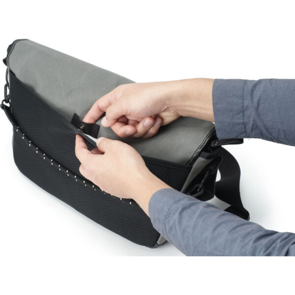 Artisan & Artist ACAM-9100 Camera Shoulder Bag