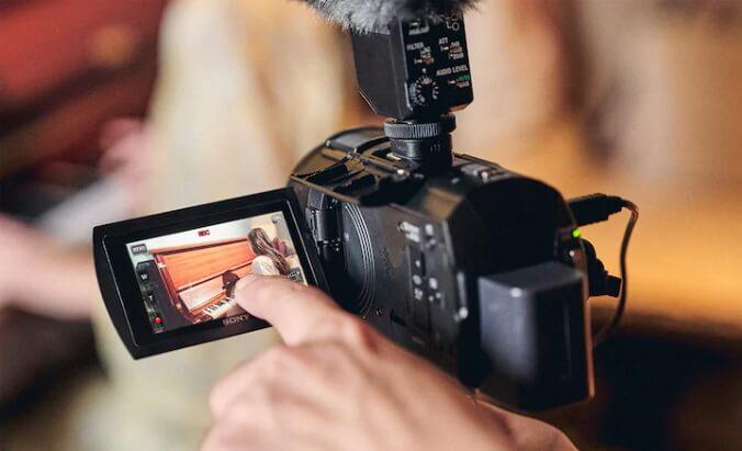 Sony FDR AX43 Handycam p14