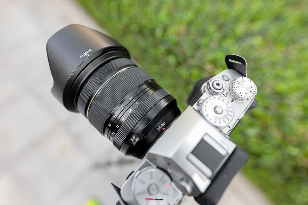 Review Fujifilm 16-80 F4 OIS WR Top View
